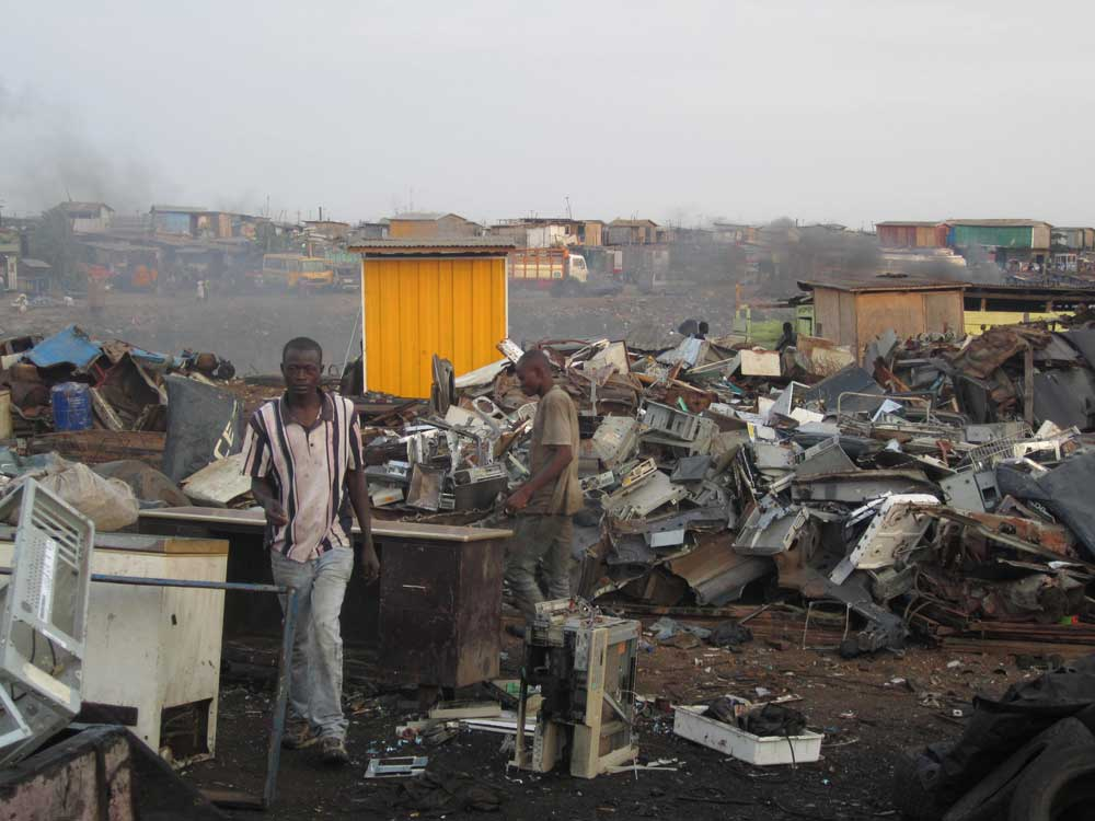 Ghanaians working in Agbogbloshie, a suburb of Accra, Ghana. Photo Credit: Marlenenapoli [CC0]